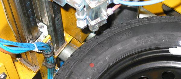 Direct marking of finished tires - view from above - REA JET ST